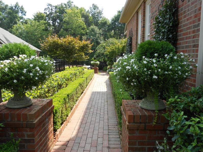 Formal Garden, Hedges, Focal Point, Shrubs, Boxwood, English Garden, Fountain, Garden Sculpture
